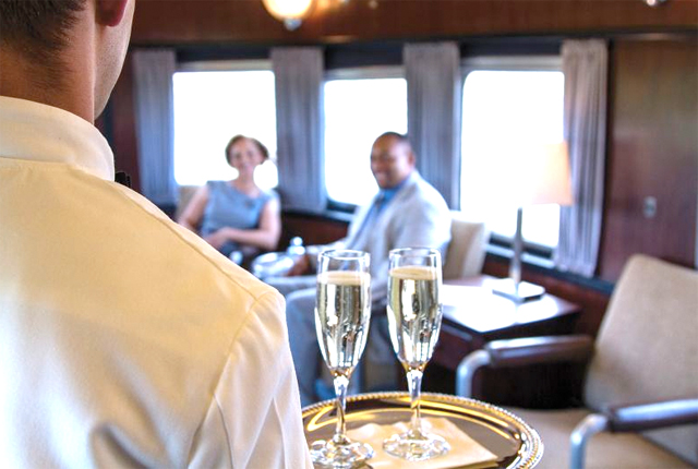 pullman-train-dining-car